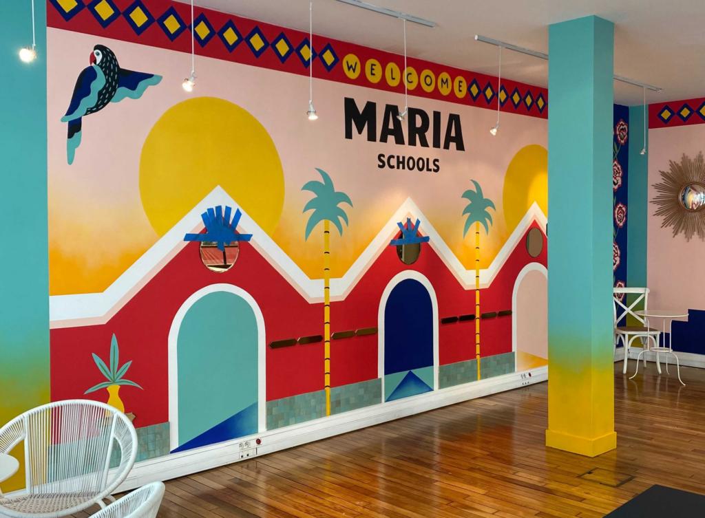 mur avec peinture et univers maria dans les locaux de maria schools